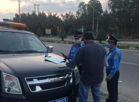 TTGT lập chốt kiểm tra xe ở các cửa ngõ ra vào tỉnh Tây Ninh
