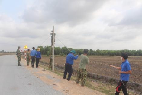 Huyện đoàn Bến Cầu: Thắp sáng đường biên và tặng quà cho các chốt chặn phòng chống dịch Covid-19