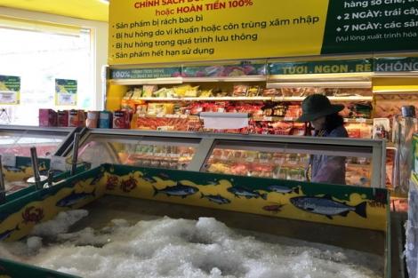 Chợ, siêu thị vắng vẻ
