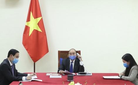 Thủ tướng Nguyễn Xuân Phúc điện đàm với Thủ tướng Trung Quốc về hợp tác chống dịch COVID-19