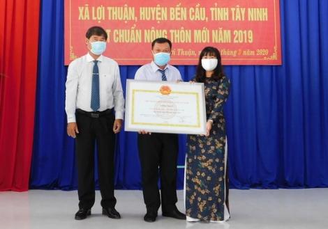 Lợi Thuận đón bằng công nhận xã đạt chuẩn nông thôn mới