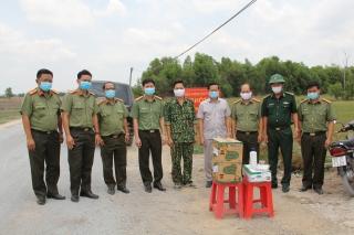 Ban Giám đốc Công an tỉnh Tây Ninh thăm, tặng quà các chốt đã chiến trên biên giới