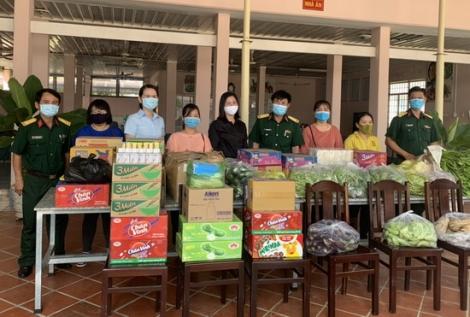 Hội LHPN Thành phố Tây Ninh tặng quà cho cán bộ, chiến sĩ làm nhiệm vụ phòng, chống dịch Covid-19