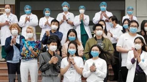 Người nước ngoài: Cảm ơn nhé, ngành y tế Việt Nam!