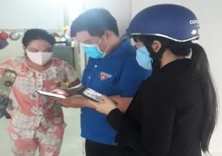 Xã Bình Minh: Tặng khẩu trang cho người dân