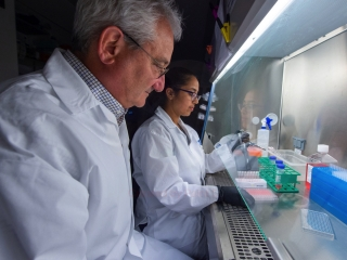 Thêm vaccine Covid-19 thử nghiệm trên người