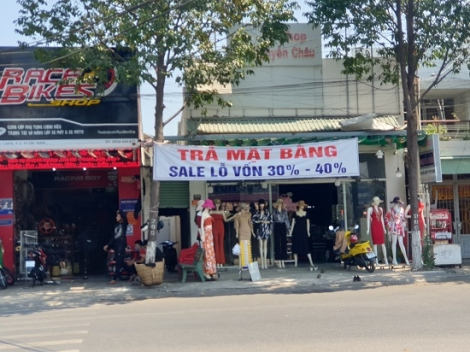 Nhiều cửa hàng thời trang đóng cửa