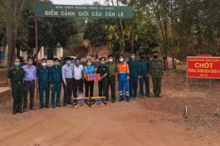 Công ty Fico-YTL tặng quà cho các chốt phòng, chống Covid-19 tại Tân Châu