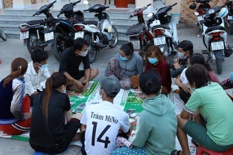 Công an phường Ninh Thạnh bắt giữ 13 đối tượng đánh bạc