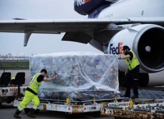 Tổng thống Trump cảm ơn Việt Nam gửi 450.000 bộ đồ bảo hộ y tế