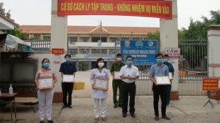 Huyện Dương Minh Châu khen thưởng cho các lực lượng phục vụ tại khu cách ly tập trung
