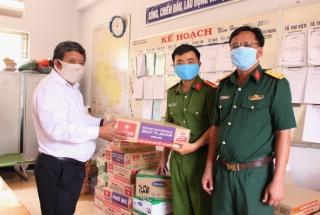 TAND huyện Gò Dầu thăm, tặng quà lực lượng làm nhiệm vụ tại khu cách ly