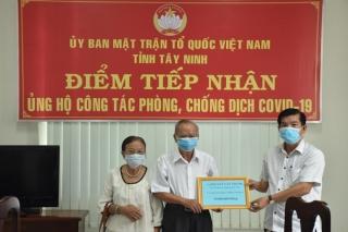 Một giáo viên về hưu ủng hộ 10 triệu đồng cho công tác phòng, chống dịch Covid-19
