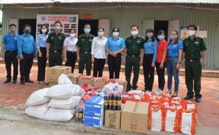Công đoàn Khu kinh tế Tây Ninh: Thăm, tặng quà các chốt chặn phòng chống dịch Covid-19