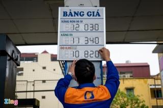 Giá xăng giảm còn 11.300 đồng/lít