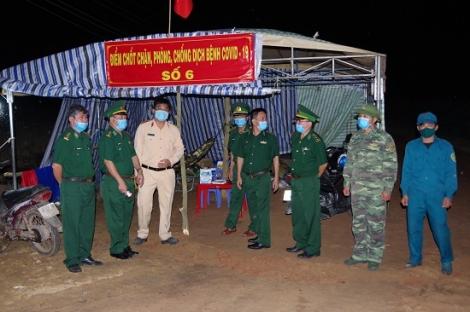 Chính uỷ BĐBP kiểm tra công tác phòng chống dịch Covid 19 trên tuyến biên giới