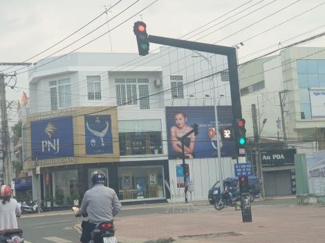 Hoà Thành: Đèn giao thông loạn tín hiệu