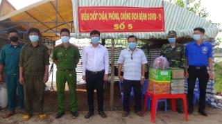Tòa án nhân dân thành phố Tây Ninh thăm và tặng quà các chiến sĩ ở chốt phòng, chống dịch COVID-19 biên giới