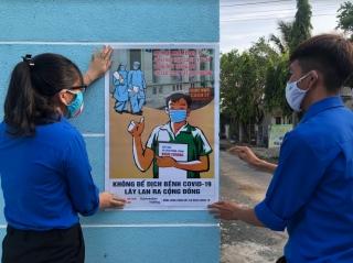 Xã đoàn Thái Bình tổ chức dán áp phích tuyên truyền phòng, chống dịch bệnh Covid-19