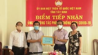 Đoàn Luật sư tỉnh Tây Ninh trao tiền ủng hộ phòng chống dịch Covid – 19