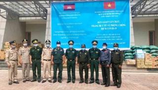 Hỗ trợ vật chất, trang bị y tế cho lực lượng bảo vệ biên giới Campuchia