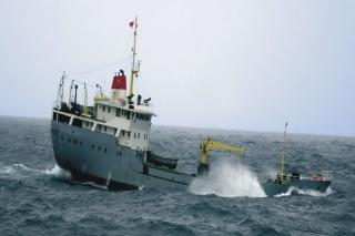 Bộ đội nhà giàn DK1 cấp cứu ngư dân viêm trĩ cấp