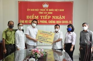Dòng tộc Họ Dương tặng quà hỗ trợ công tác phòng, chống dịch Covid-19
