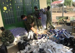 Đồn Biên phòng CKQT Mộc Bài thu giữ hơn 18 ngàn gói thuốc lá ngoại không rõ nguồn gốc