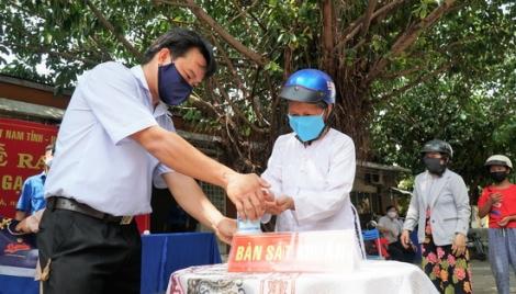 Hơn 1,2 tấn gạo đã đến với người dân Tây Ninh