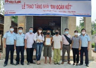 Báo Pháp Luật Việt Nam trao tặng nhà ĐĐK tại xã Lợi Thuận