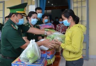 Biên phòng Tây Ninh hỗ trợ đồng bào vùng biên vượt qua đại dịch