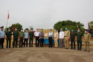 Tỉnh Tây Ninh tặng vật tư y tế cho 5 tỉnh giáp biên thuộc Vương quốc Campuchia