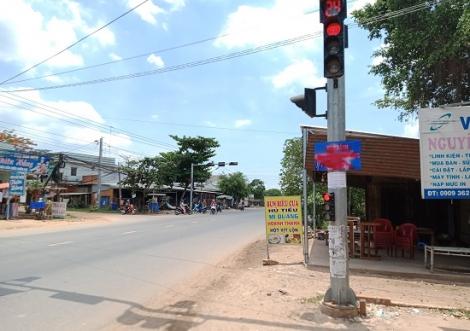 Cần khắc phục bảng hướng dẫn giao thông tại ngã ba Bàu Đồn