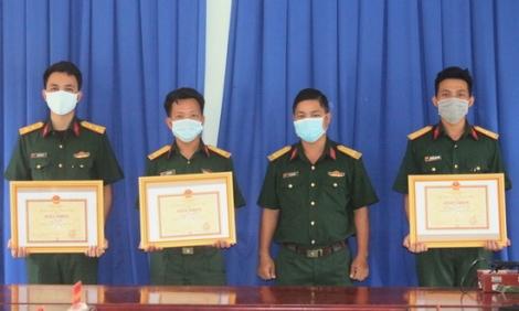 Trung đoàn 174: Khen thưởng tập thể, cá nhân làm tốt công tác phòng chống dịch Covid-19