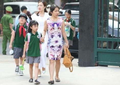 Phụ huynh 'mừng rơi nước mắt' vì con sắp đi học