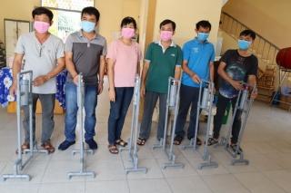 Trung tâm KHCN: Trao thiết bị rửa tay cơ học cho 2 trường THCS