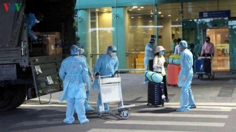 Gần 300 công dân từ UAE về nước an toàn tại sân bay Cần Thơ