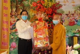 Bí thư Tỉnh uỷ chúc mừng Đại lễ Phật Đản