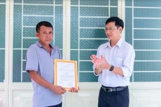 Tân Châu bàn giao 2 căn nhà cho đảng viên