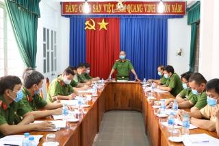 Công an tỉnh: Kiểm tra công tác thực hiện cao điểm vận động giao nộp VK-VLN-CCHT tại Công an Tân Biên