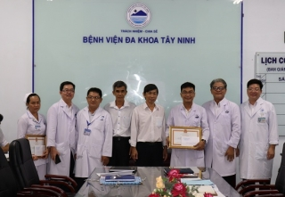 Chủ tịch UBND tỉnh tặng bằng khen cho BVĐK Tây Ninh