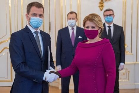 Hai thái cực với khẩu trang của lãnh đạo thế giới