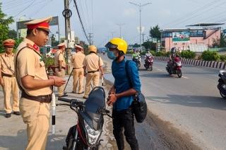 Công an thị xã Trảng Bàng ra quân tổng kiểm soát phương tiện giao thông cơ gới đường bộ