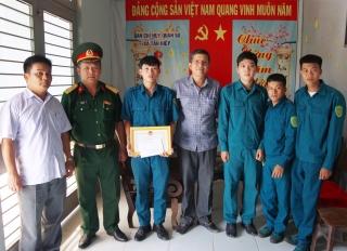 Tân Châu: Khen thưởng tập thể có thành tích truy bắt đối tượng cướp giật tài sản
