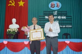 Hòa Thành: Trao Huy hiệu 50 năm tuổi Đảng cho cách mạng lão thành