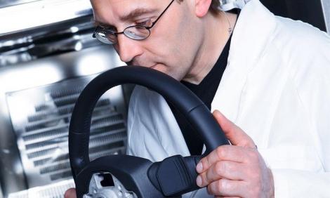 Những chuyên gia ngửi mùi xe