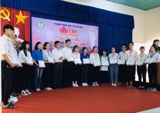 Trường TCYT Tây Ninh: Khen thưởng các tình nguyện viên tham gia phòng chống dịch Covid-19
