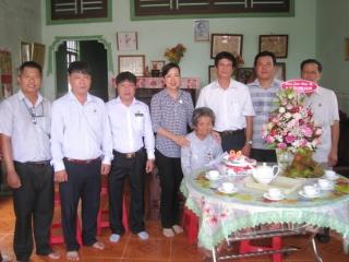 Lãnh đạo huyện Tân Biên mừng sinh nhật các mẹ VNAH