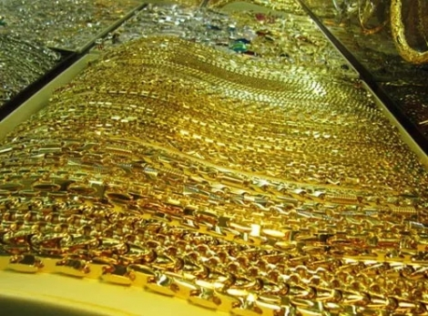 Giá vàng rớt khỏi đỉnh 7 năm.