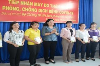BĐBP tỉnh tặng máy đo thân nhiệt cho các trường mầm non
